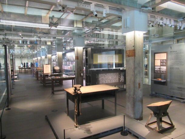 西置繭所1階 ギャラリー(資料展示室)