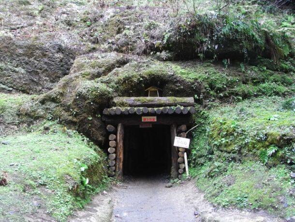龍源寺間歩坑口