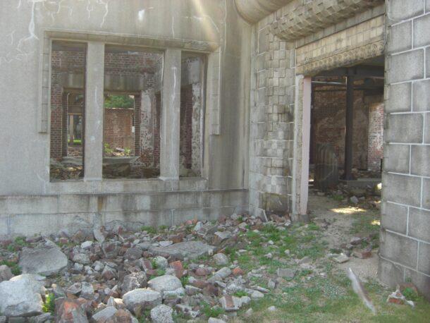 原爆ドーム内部
