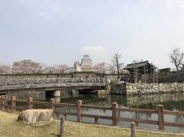 桜門橋と大手門